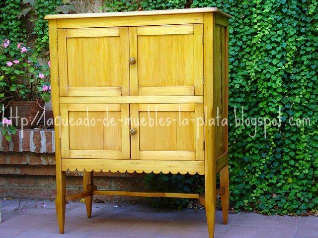 Encerar un mueble de madera