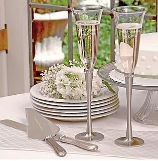 Resultado de imagem para taças de champagne e bolo