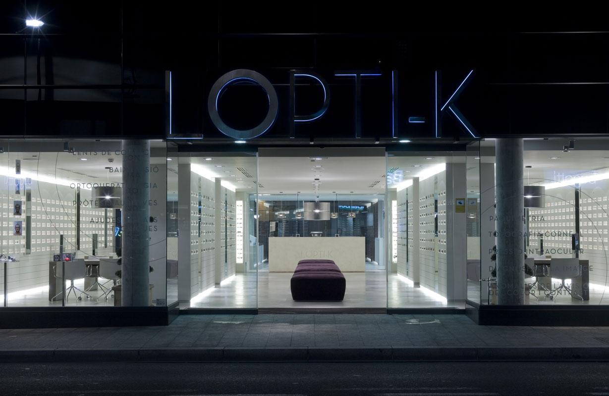 91857bcdc60ab El Estudio Joan Lao es el autor de esta óptica, ubicada en Andorra, cuyo  concepto responde a la firme petición que el cliente transmitió al  interiorista ya ...