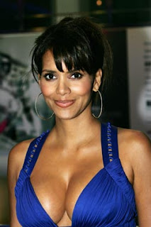 Halle Berry Pregnant Breasts 90