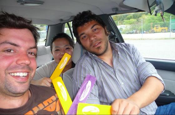 Aquí vamos en el auto de Isla Sur hacia Isla Norte para llegar a Tauranga