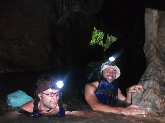 Aquí estamos en la cueva todos