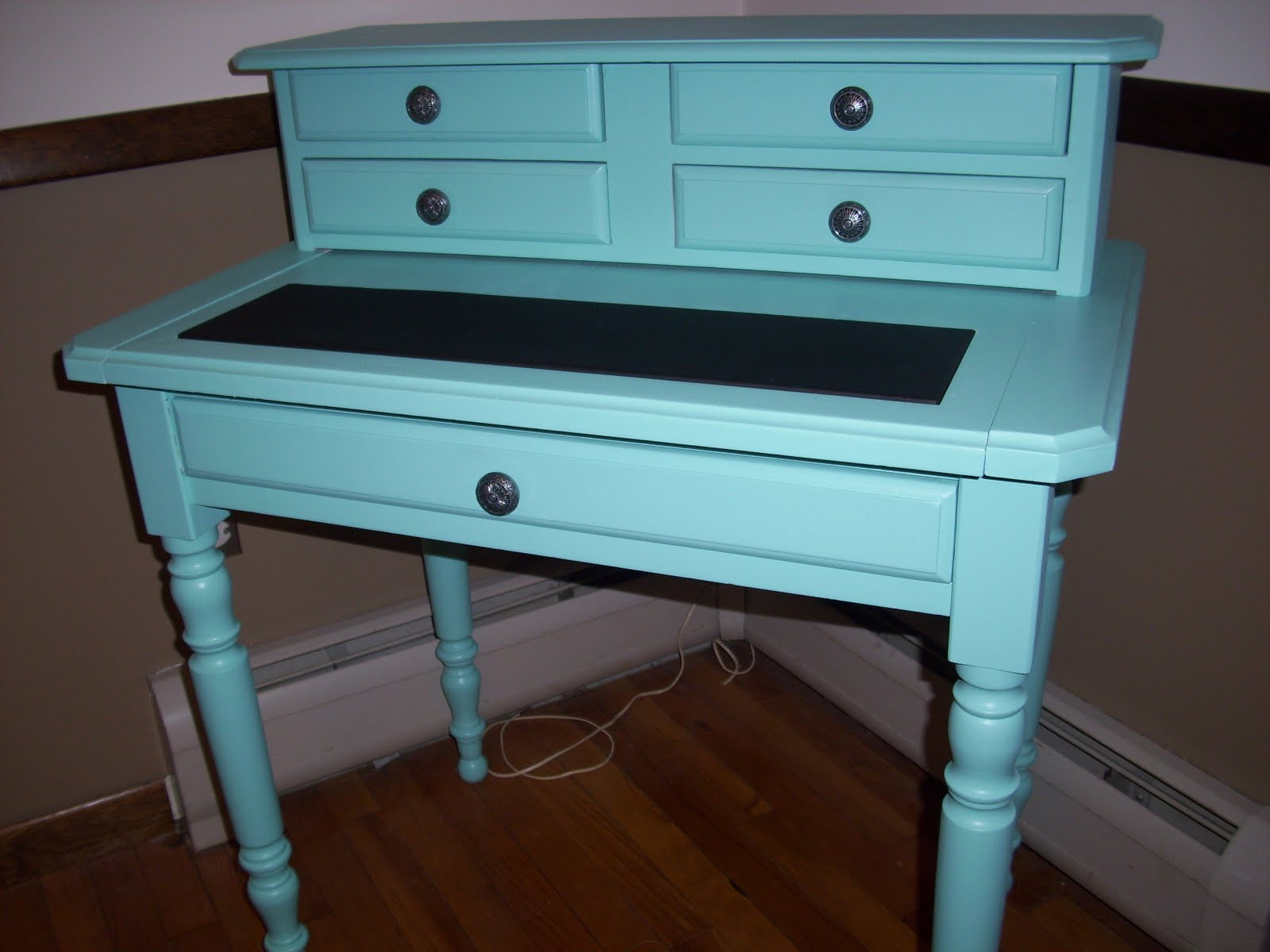 Decor4poor Turquoise Desk Makeover