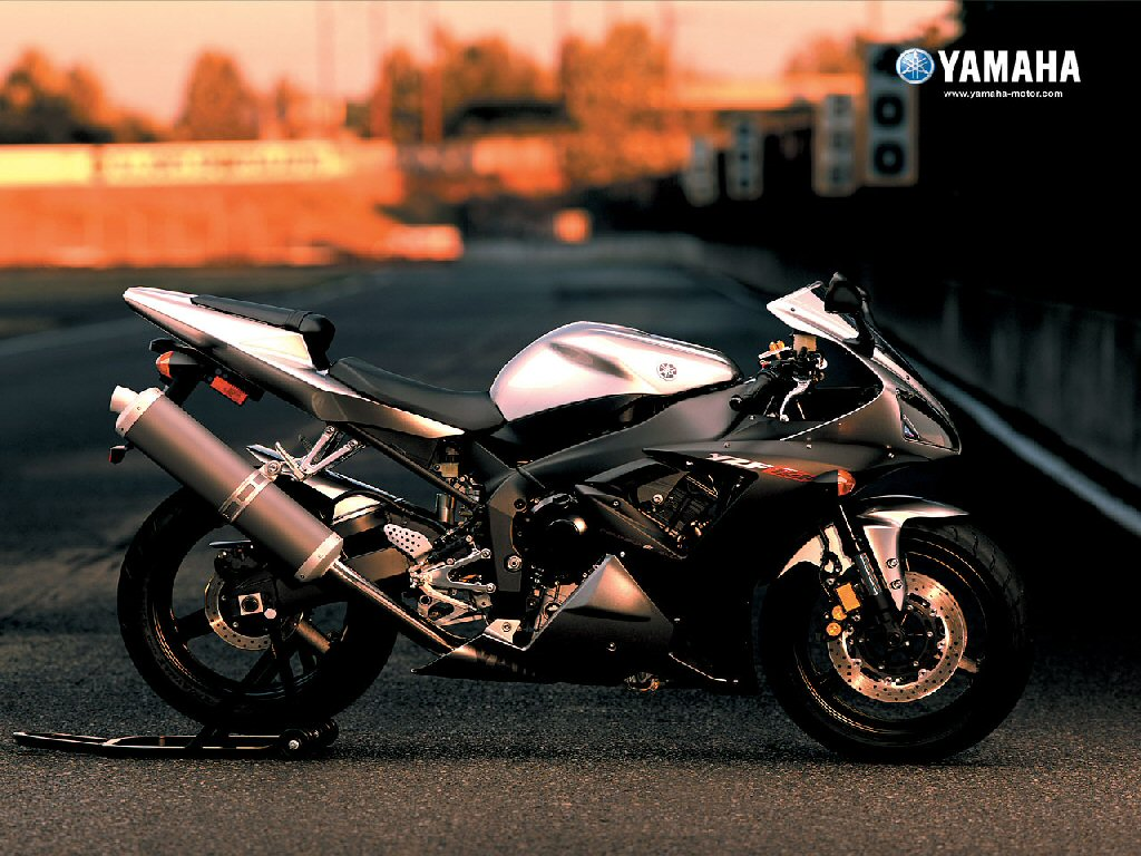 Pictures of Aftermarket Exhaust Yamaha R6