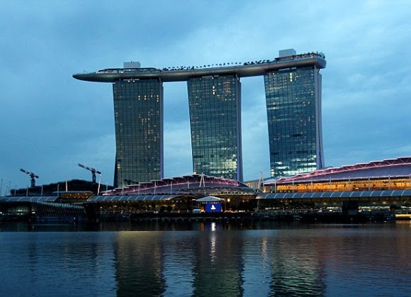 The Marina Bay Sands Is World S Most Expensive Hotel In Singapore And With A Largest Outdoor Pool At 55th Y This Looks Wild