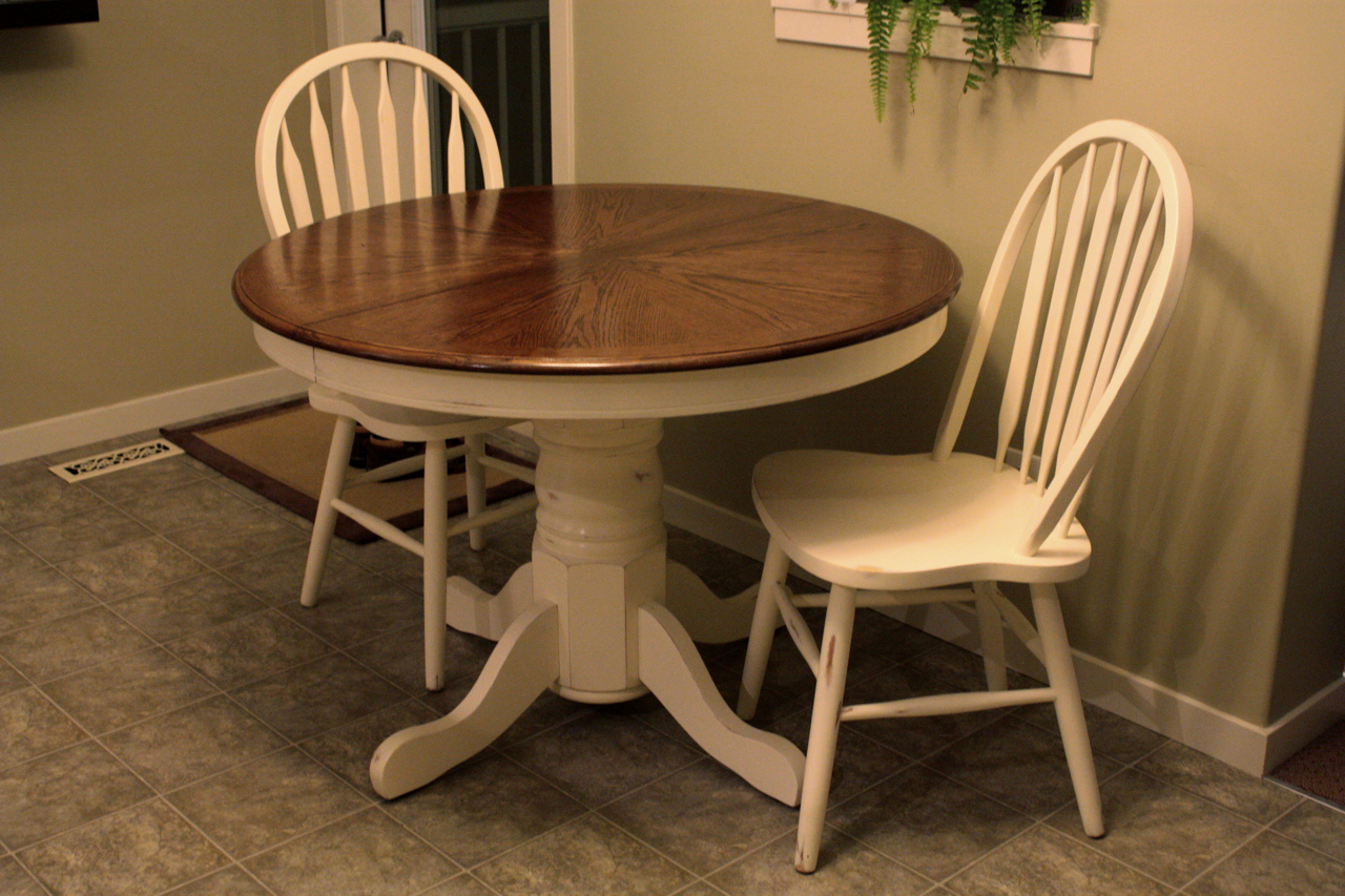 Feathering My Nest...: Refinished Table and Chairs!..