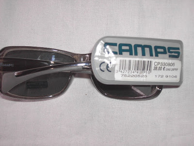 une trés belle paire de lunettes soleil demarque