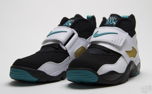 Out Now: Nike Air Diamond Turf Emerald •