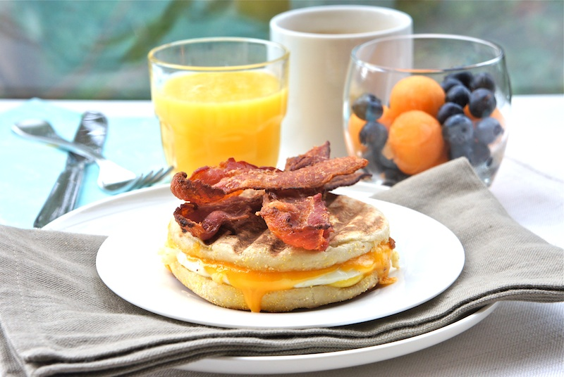 Seasaltwithfood Egg Muffin Sandwiches With Crispy Bacon Strips