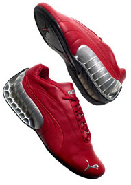 f4f3c04e6 Puma ATOM, primeiro calçado (chuteira) especializado para a prática do  futebol que fez sucesso desde o início. A chuteira foi utilizada pela  seleção alemã ...