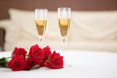 imagen aniversario copas+amor+enamorados+14+febrero+tomados+de+la+mano