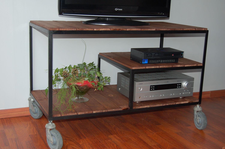 blog de la maison de l 39 imaginarium l 39 ambiance factory 100 sur mesure meuble tv sur roulettes. Black Bedroom Furniture Sets. Home Design Ideas