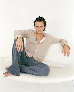 Male Beauty Exposed: British Singer Gareth Gates Barefoot
