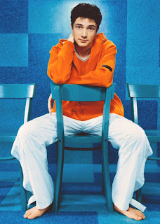 Male Beauty Exposed: Topher Grace Barefoot