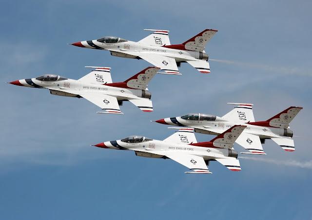 http://3.bp.blogspot.com/_xVDr6U9qpd0/S9Cm-pxmnjI/AAAAAAAABDE/8NYb4KazNi8/s1600/thunderbirds.jpg