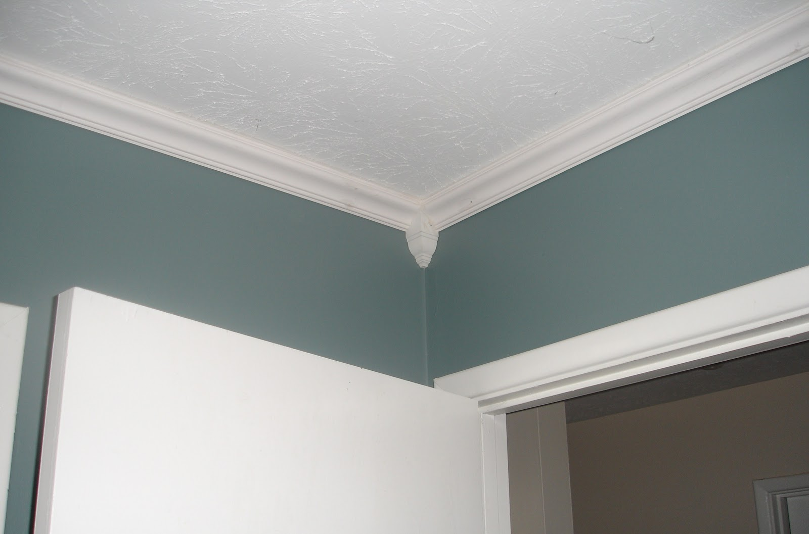 Bedroom Ceiling Moulding Don 39t Disturb This Groove Master Bedroom Crown Molding