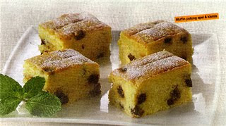 Tambahkan telur saru persatu bergantian dengan sebagian tepung terigu sambil diayak dan d Muffin Potong Apel Dan Kismis