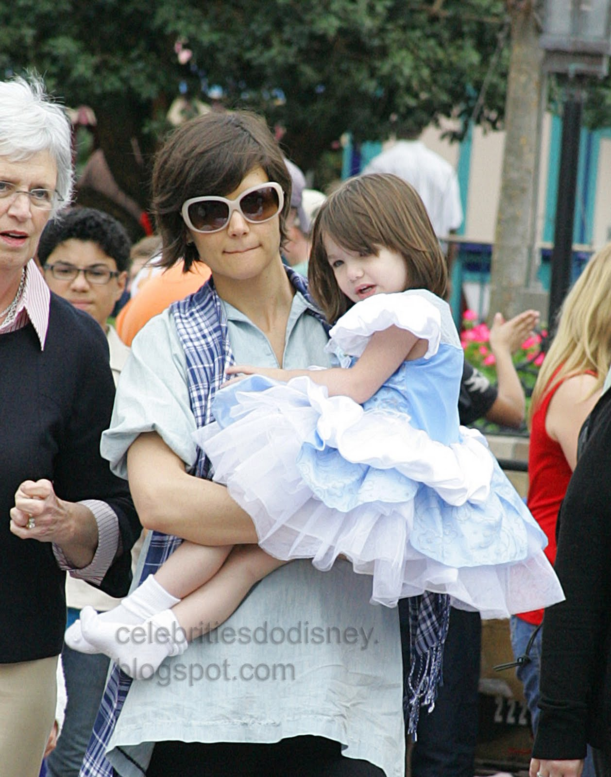 Celebrities Do Disney: Katie Holmes and Suri Cruise