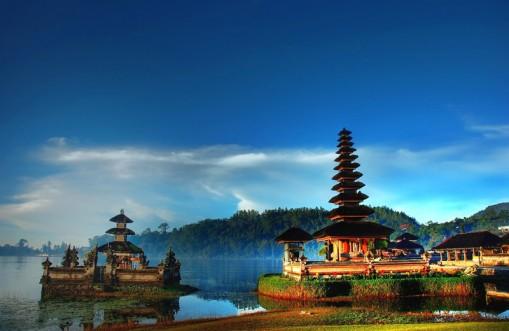 Wisata Favorit Bali Utara - Pura Ulun Danu
