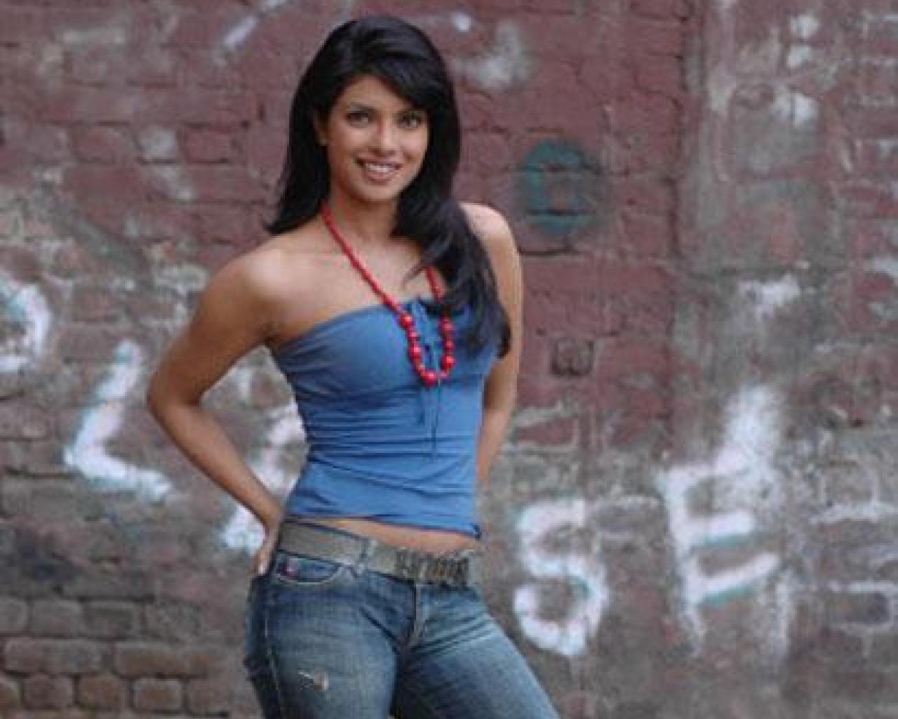 Hot Videos Priyanka-Chopra Pretty Hot Gallery-3598