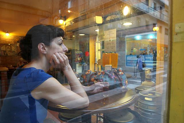 Retrato Roser Amills carrer Verdi: 2-1-211