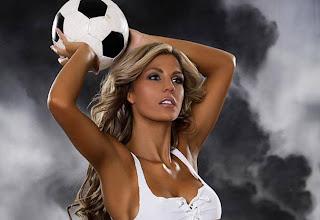 http://3.bp.blogspot.com/_yAEiiAObfIc/TBl1-Y-uDyI/AAAAAAAAAIw/Red02Gf_h3w/s1600/sexy-football-girl-02.jpg