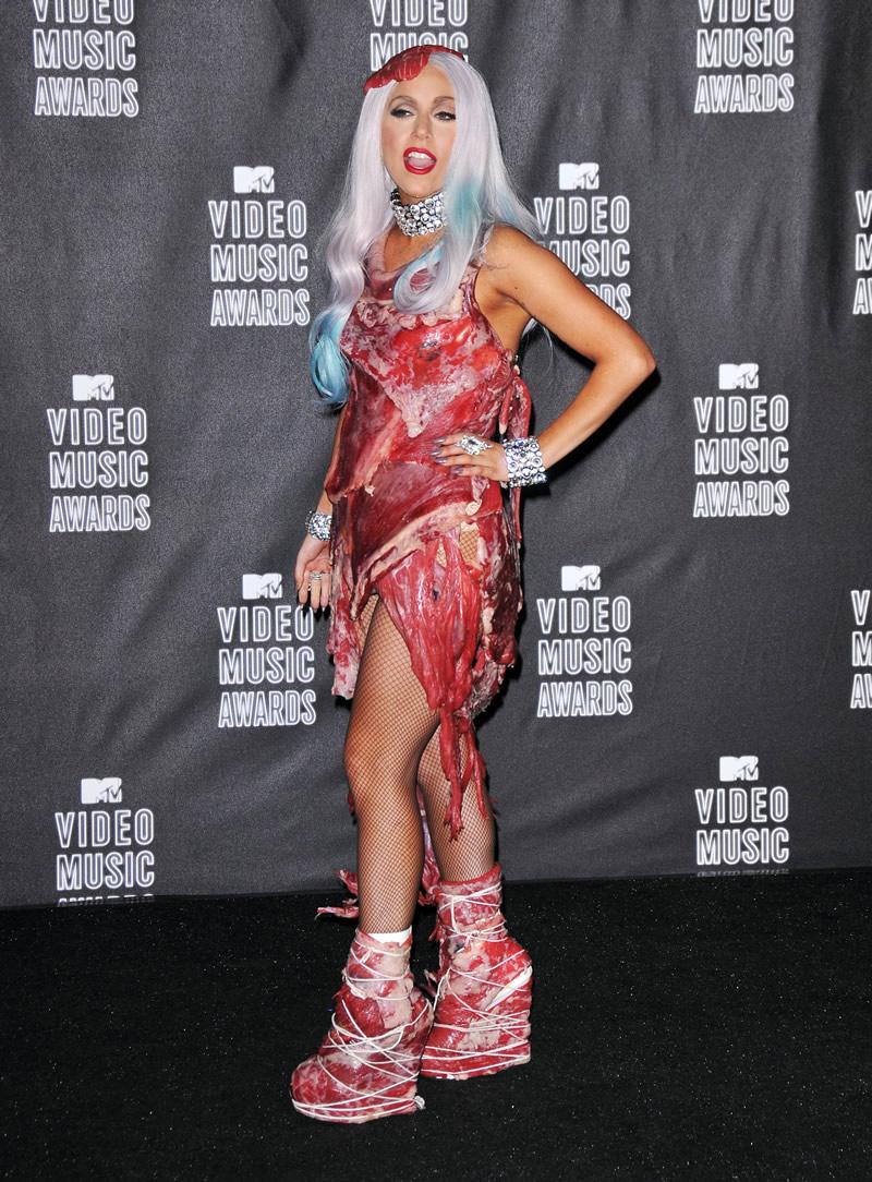 Filmy Baba: Lady GaGa Bad Romance Meat Dress
