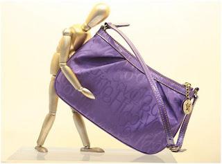 264c5ce73 A famosa grife de bolsas Victor Hugo, lançou sua coleção primavera-verão  2009/10 e ja está dando o que falar. Design emblemático, high quality.