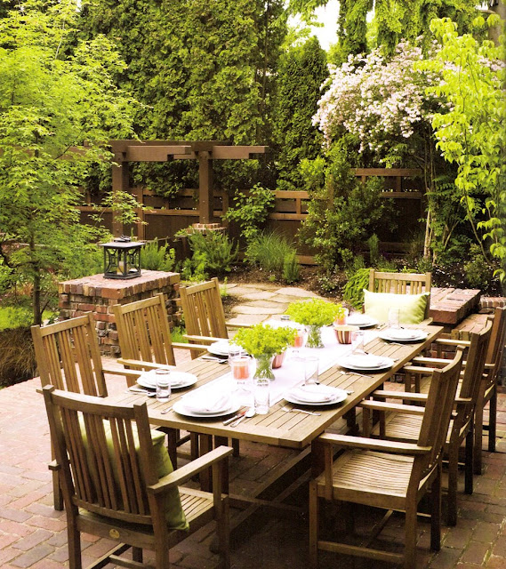 Outdoor Dining Room: MARTHA MOMENTS: Outdoor Rooms
