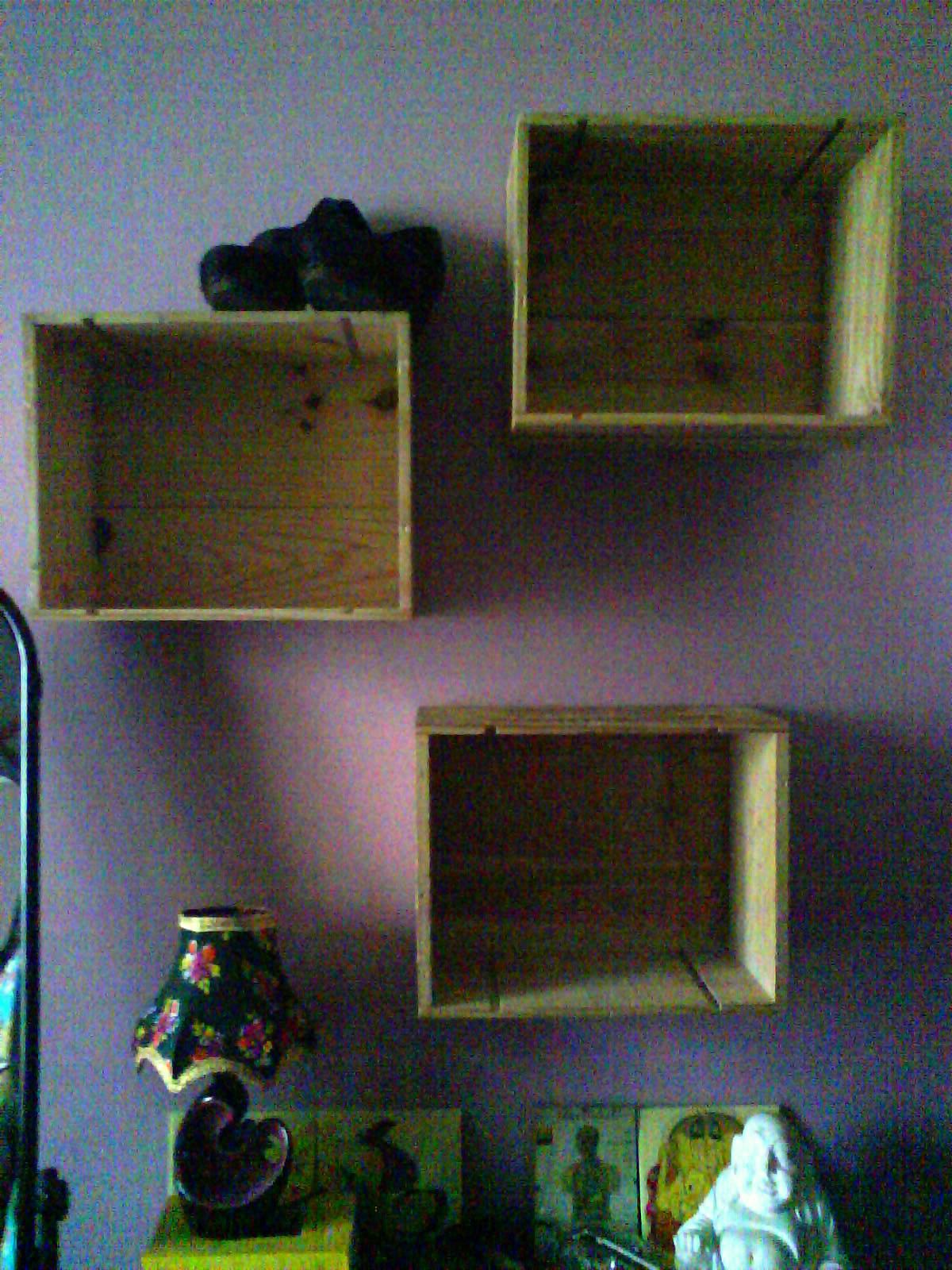 caisse de vin et chaussures la mouche 3 fois rien. Black Bedroom Furniture Sets. Home Design Ideas