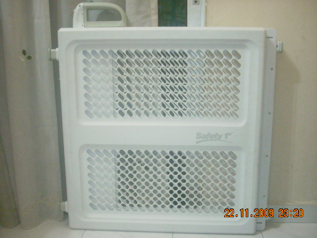 Toys4toddlers Safety 1st Lift And Lock Security Gate