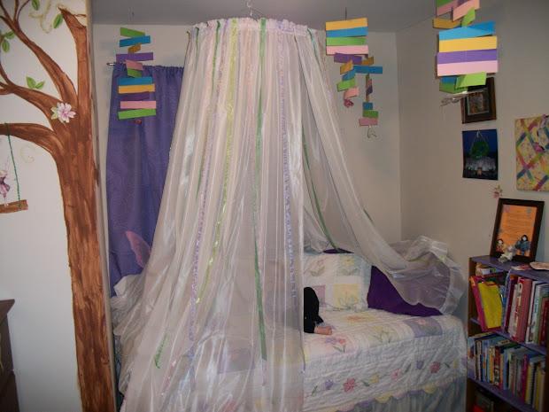 DIY Hula Hoop Bed Canopy