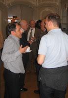 Filip Buyse (li) in gesprek met Eric Schliesser bij de workshop Descartes & Spinoza op 21 april 2009 in Utrecht