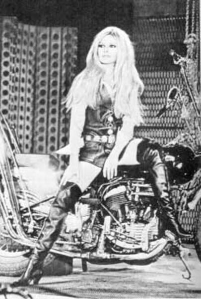 Biker chick get left behind at party - 3 7