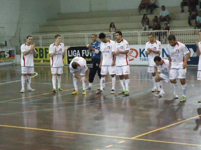 Krona Joinville Dalponte (SC) e Praia Pepsi Curinga (MG) Fiat duelam pela  Liga Futsal 2010 nesta terça-feira (11 5) b7bc5c218793e
