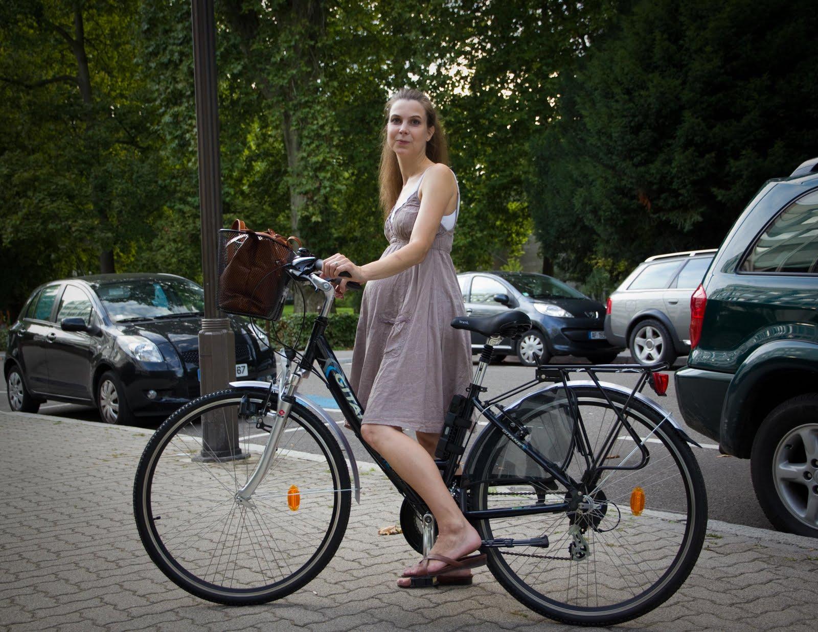 jentesykkel med kurv