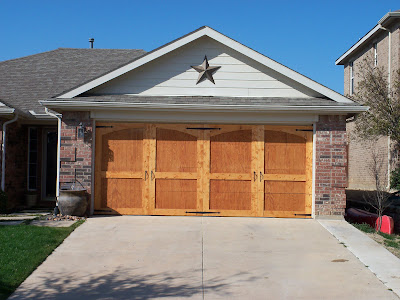 Remodelaholic ugly garage door be gone carriage door tutorial if any of you dallasfort worth locals would like to have this done for you while you sit back and relax please contact randy his email is randy solutioingenieria