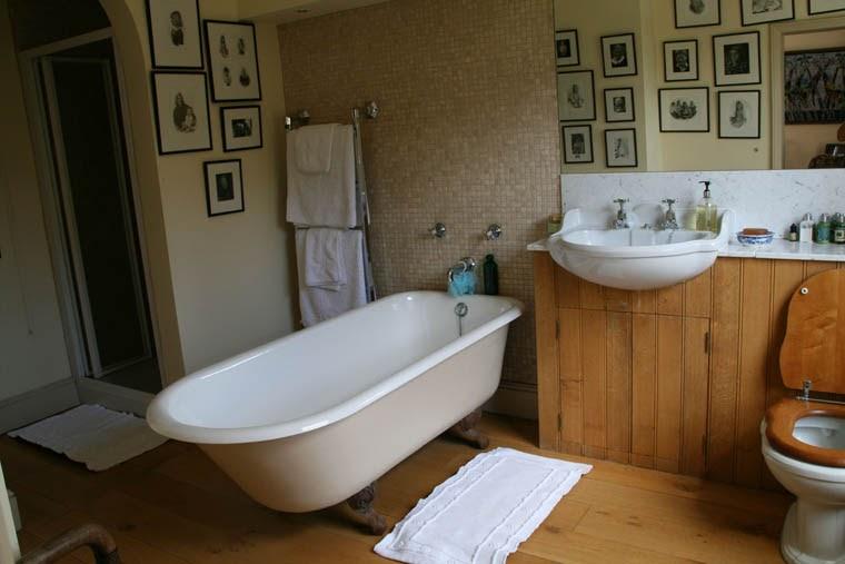 Colonial Bathroom Design