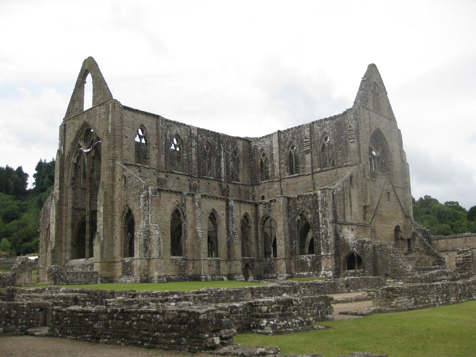Lines Composed A Few Miles Above Tintern Abbey by William Wordsworth: poem analysis