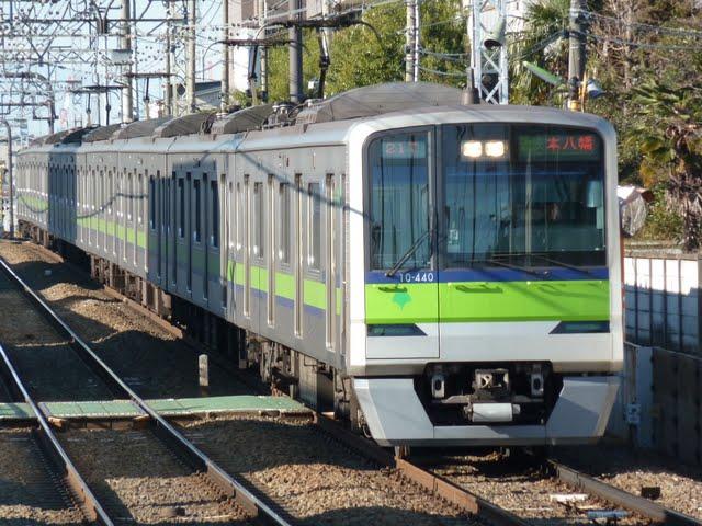 京王電鉄 通勤快速 本八幡行き2 都営10-300形