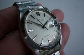 Rantai model begini menurut saya sangat nyaman di tangan. Semua komponen  dari jam ini termasuk mika masih original Rolex. 1c33c549e9