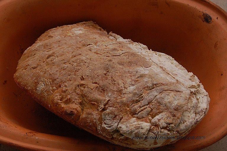 Mój pierwszy chleb na zakwasie. I początki gotowania.