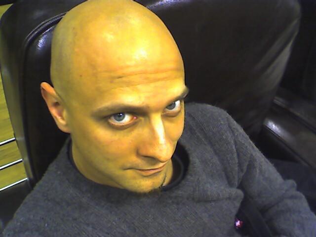 [2006-12-waiting-in-clothing-store.jpg]