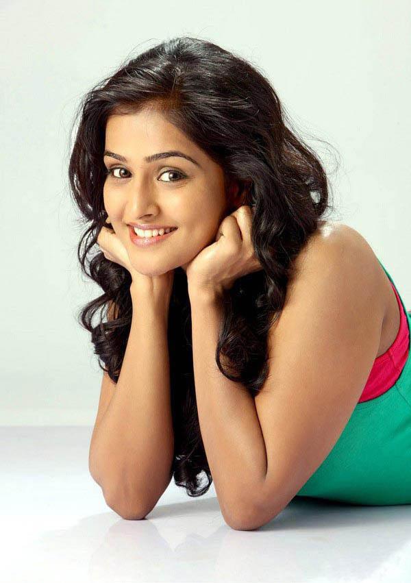 Ramya Nambeesan Cute Wallpapers Soccer And Beauty Cute South Indian Actress Ramya