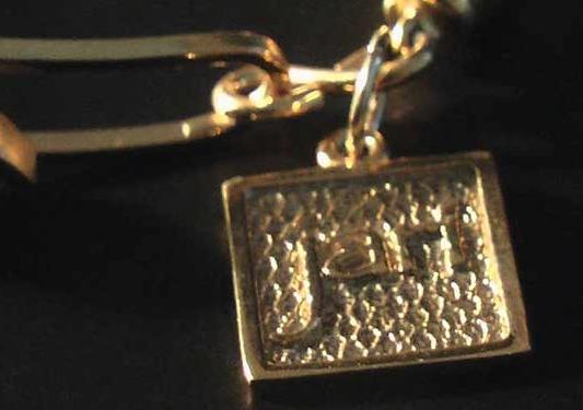 Jari tag in gold