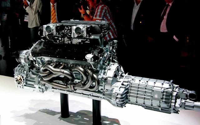 Lamborghini Reventón Roadster engine
