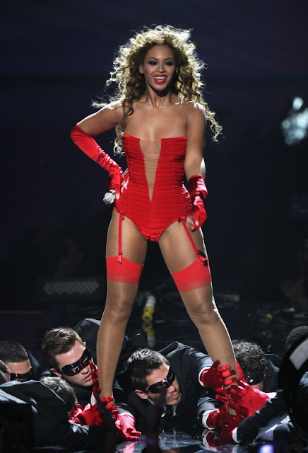 beyonce knowels sexy red bikini3