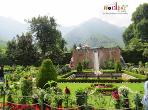 Garden at the entrance of Chashme-Shahi