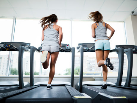 Women running on treadmill | www.ThefittestBlogger.com