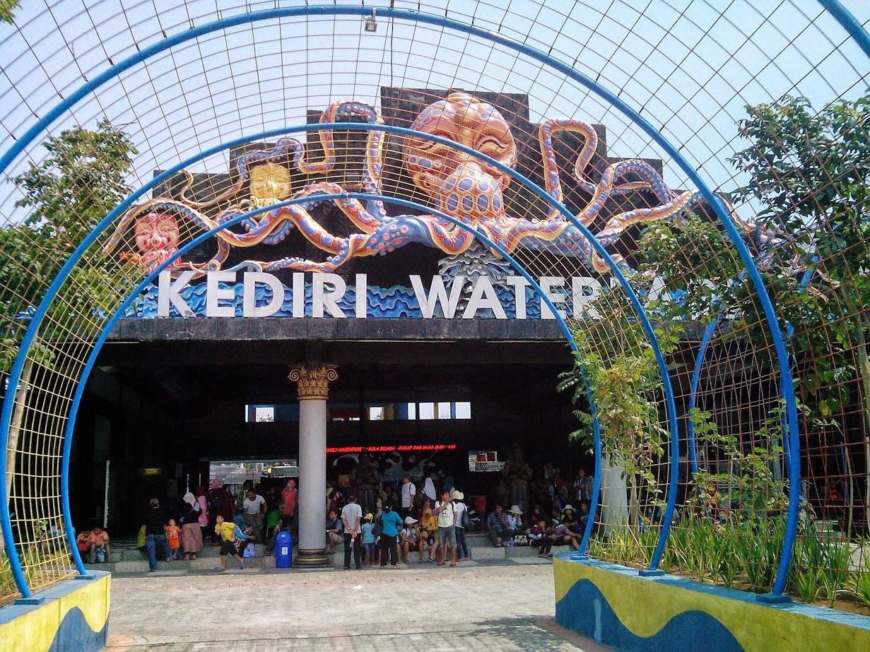 Foto Pintu gerbang Kediri Waterpark